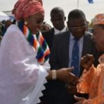 Photo: Alaafin of Oyo Snubs Aisha Buhari's Handshake.